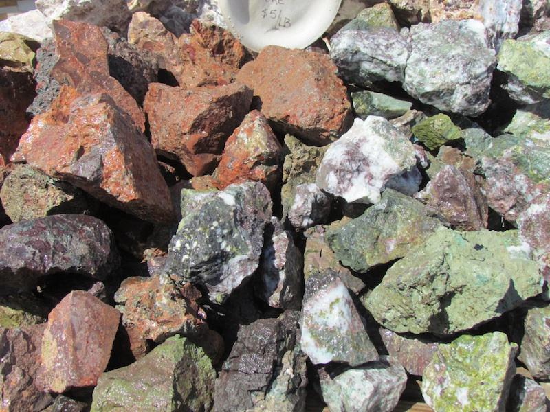 Copper ore t rocks in quartzsite